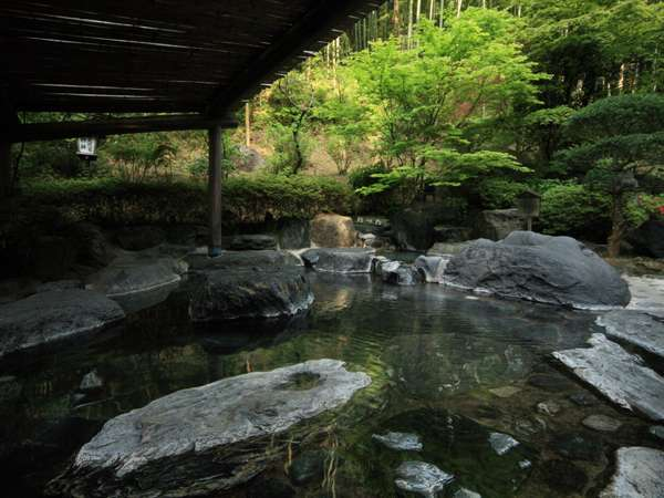 竹林に囲まれた混浴の庭園露天風呂(女性専用時間もございます)