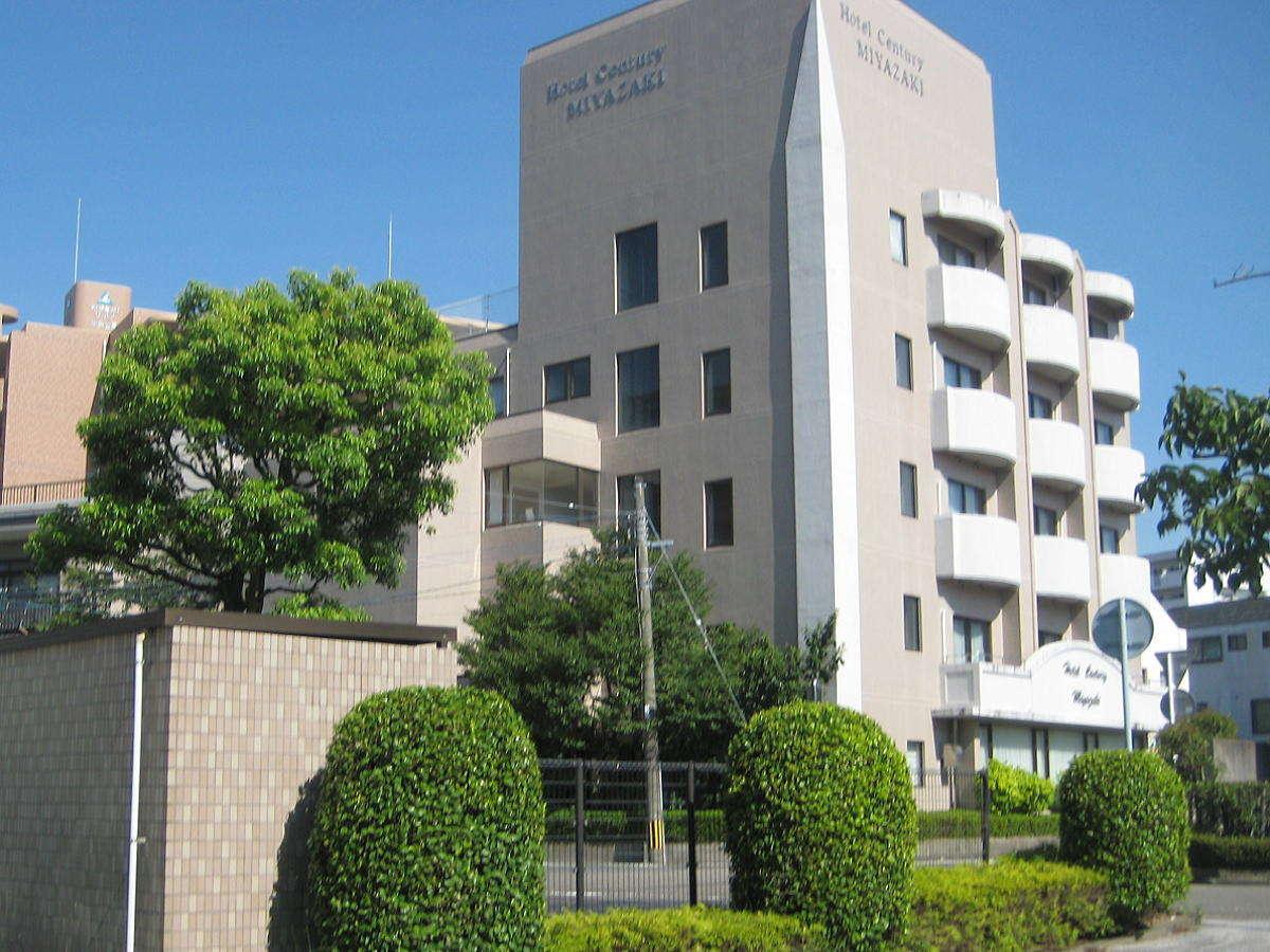 宮崎駅より徒歩5分。緑豊かな住宅地に位置します。コンビニも徒歩3分程で便利です。