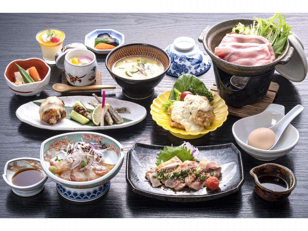 日向会席膳宮崎の名物をとりいれた会席料理です。