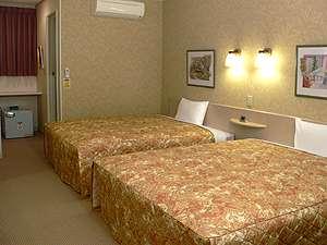 25㎡の部屋にクイーンサイズベッド2台