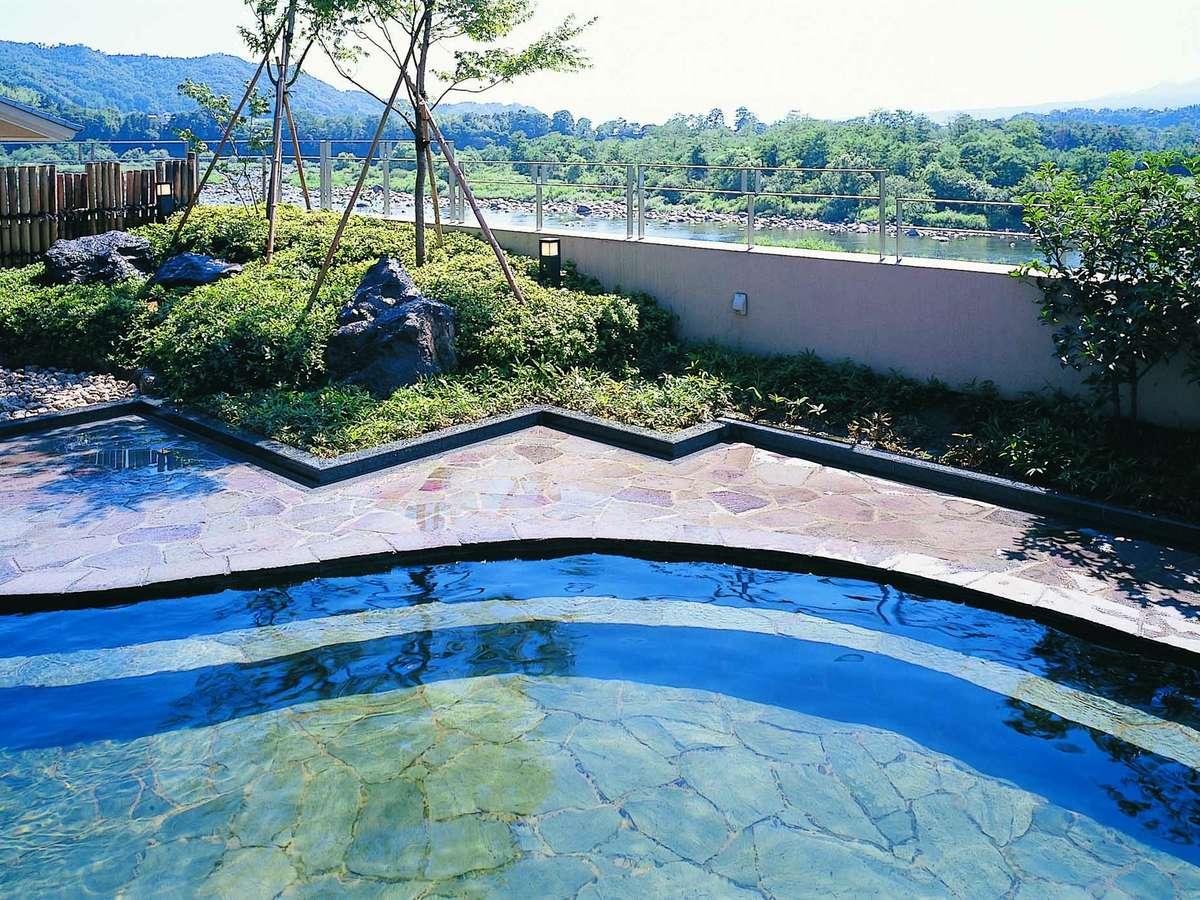 利根川を一望できる天然温泉の露天風呂「赤城の湯」