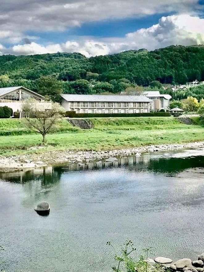 「赤城のリバーサイドホテル」四季折々の眺め。朝日・夕日はともに綺麗です。