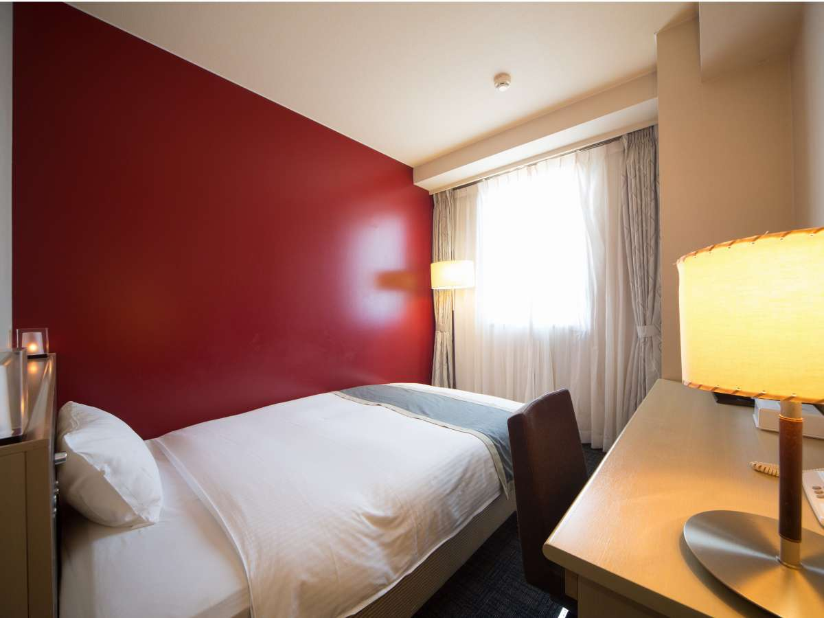 デザインルーム(赤)色鮮やかなお部屋で間接照明です♪