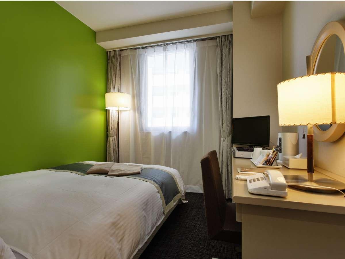 デザインルーム(緑)色鮮やかなお部屋で間接照明です♪