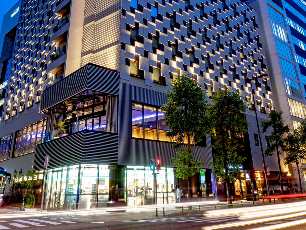 北浜駅3番出口に隣接。1Fにはコンビニエンスストアがございます。