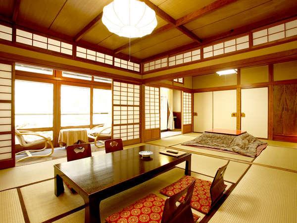 【和室10~14帖一例】広々とした和室です。お部屋からは花合野川と庭園がご覧いただけます。