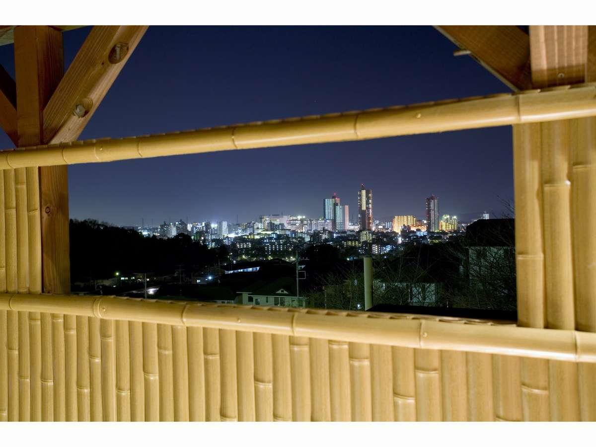 ロテン・ガーデン内露天風呂から見える夜景
