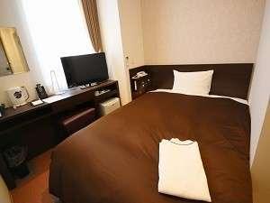ダブルベッドを設置したシングルルームです。枕元にUSB口を装備♪ビジネスでのご滞在に人気のお部屋です