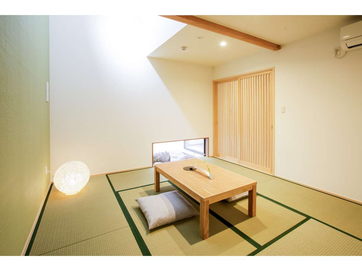 【西の棟1F】ゆったりくつろげる8畳の和室