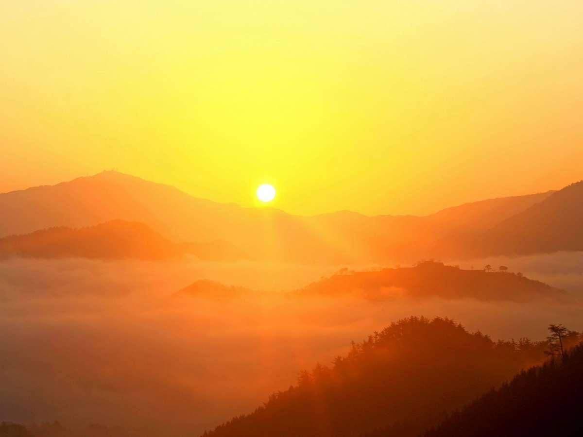 【立雲峡から望む日の出と雲海】写真提供:吉田利栄
