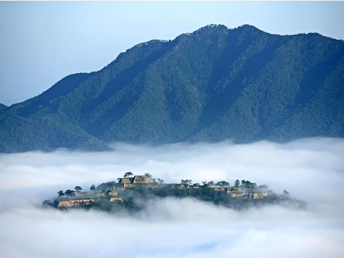 【立雲峡から眺める絶景の竹田城跡】写真提供:吉田利栄