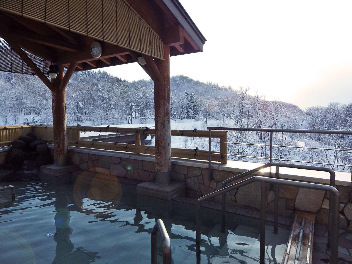 【露天風呂】雪景色を望む露天風呂でのんびり