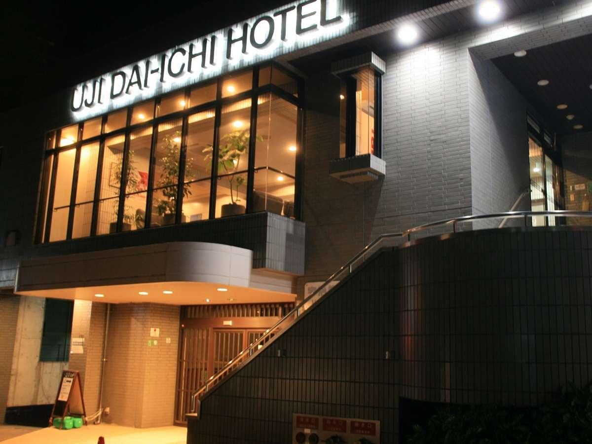 ホテル玄関夜