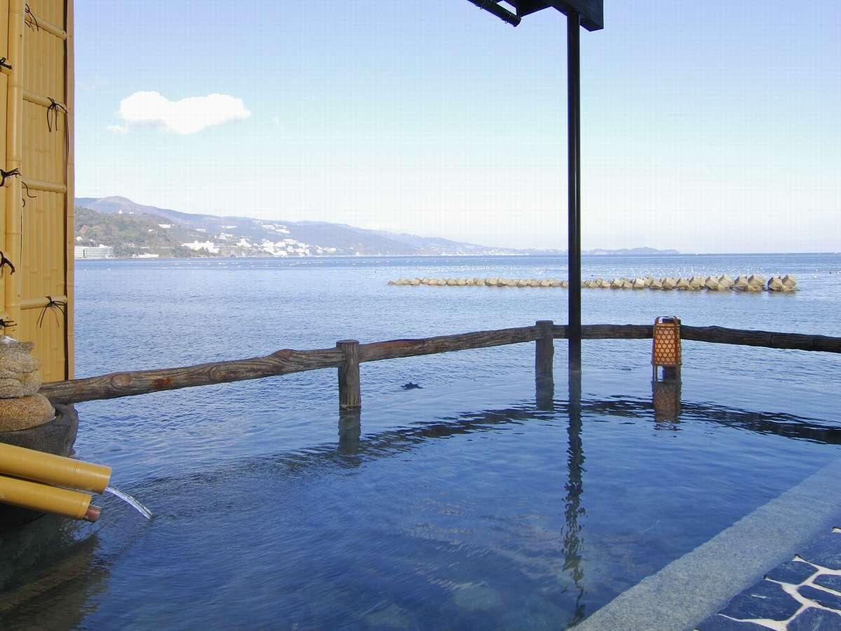 絶景の「海に浮かぶ露天風呂」