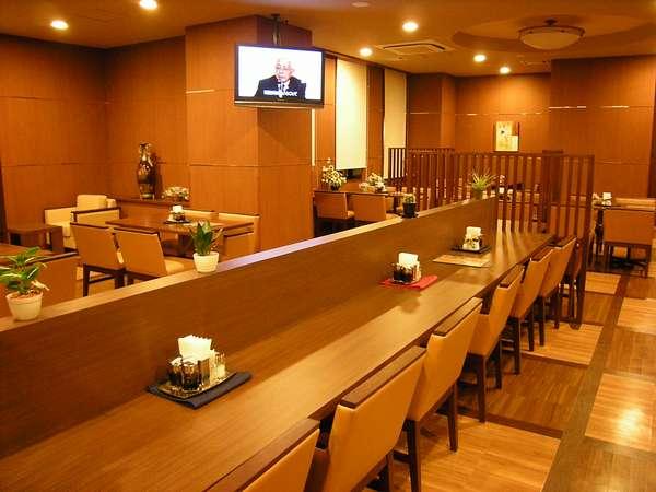平日限定で夕食レストランも営業しております。営業時間PM18:00~22:00まで。ラストオーダー21:45です。