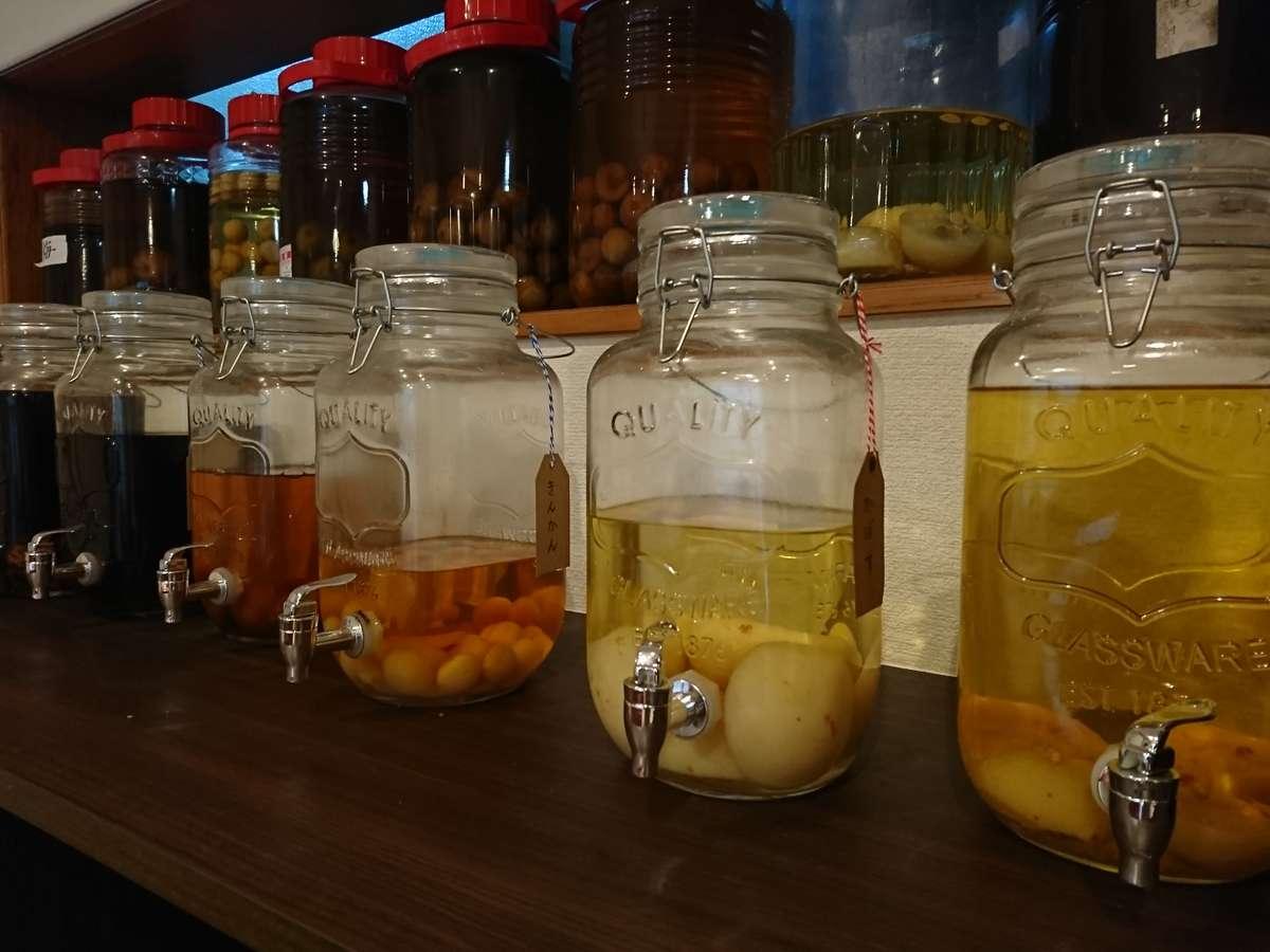 常時6~7種類の自家製果実酒をご用意しております。