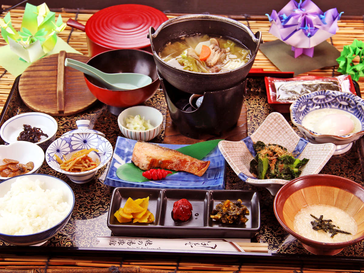 【朝食】朝食はバランスのとれた和定食。女将が厳選した食材を使った朝食は五臓六腑に染み渡ります!