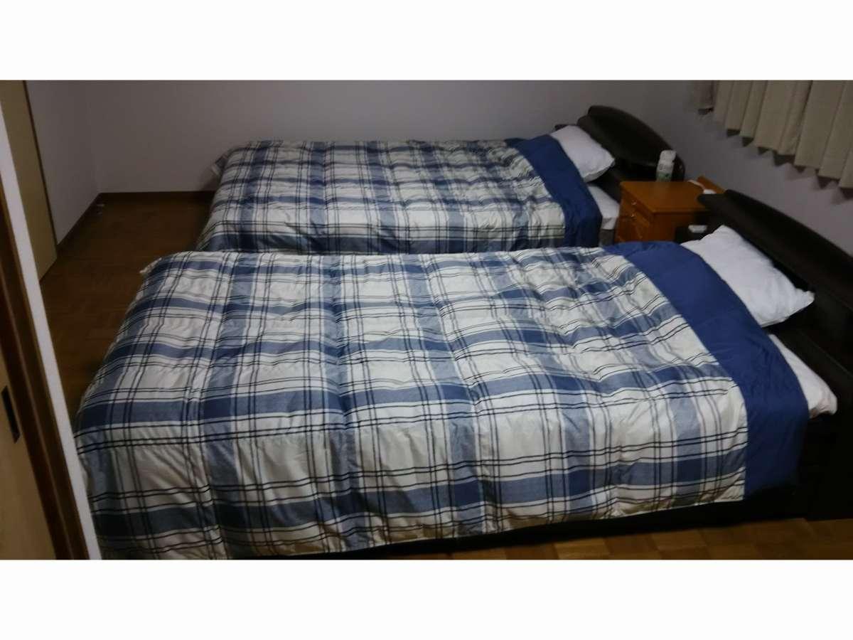 寝室ダブルベッド