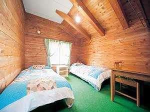 ツインルーム一例木のぬくもりが心地よい眠りを誘います
