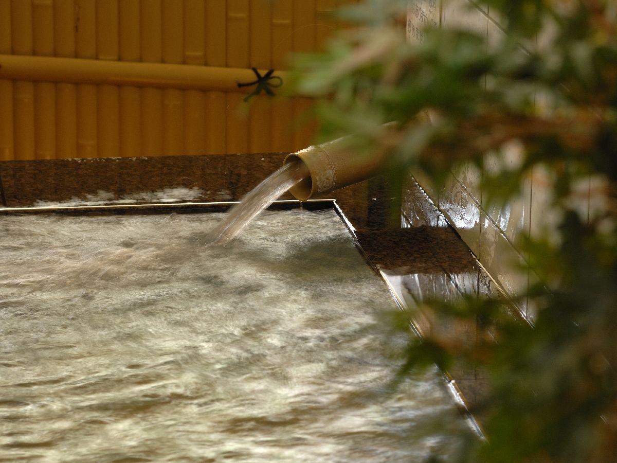 道後温泉引き湯が自慢の大浴場。広々とした造りとなっております。