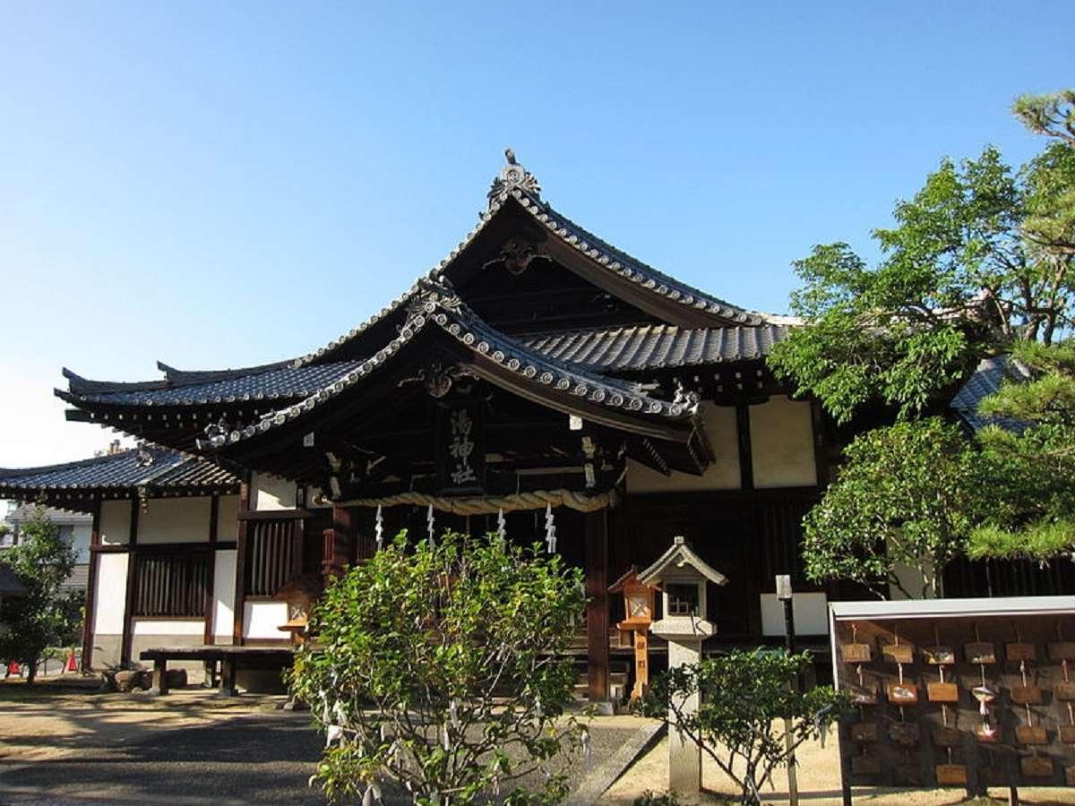 湯神社。道後温泉本館横の小高い丘に鎮座する道後の守り神です。