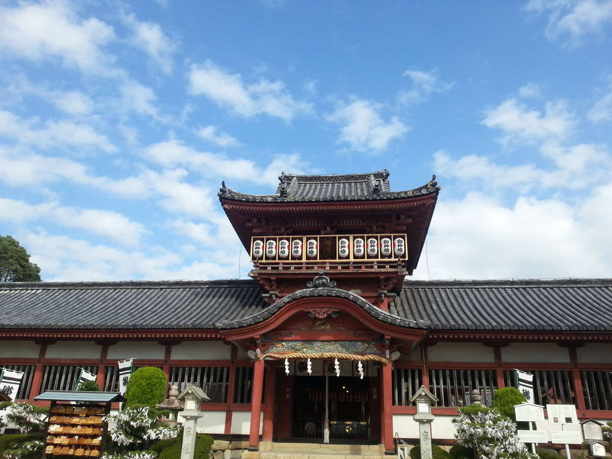 伊佐爾波神社(いさにわじんじゃ)。石段と車道とどちらでも行けます。