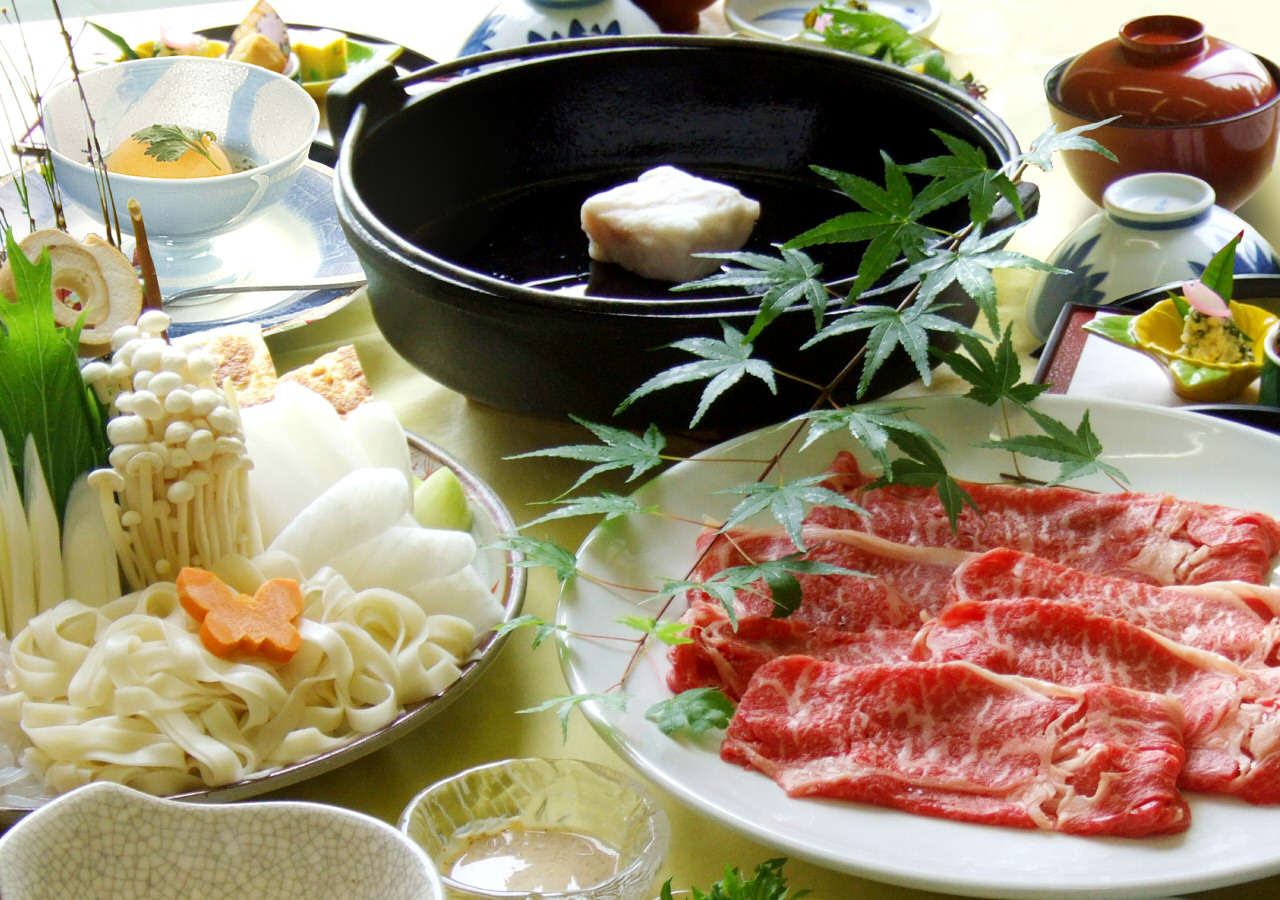 すき焼き鍋(画像は4名盛)皆様でわいわいお楽しみください!