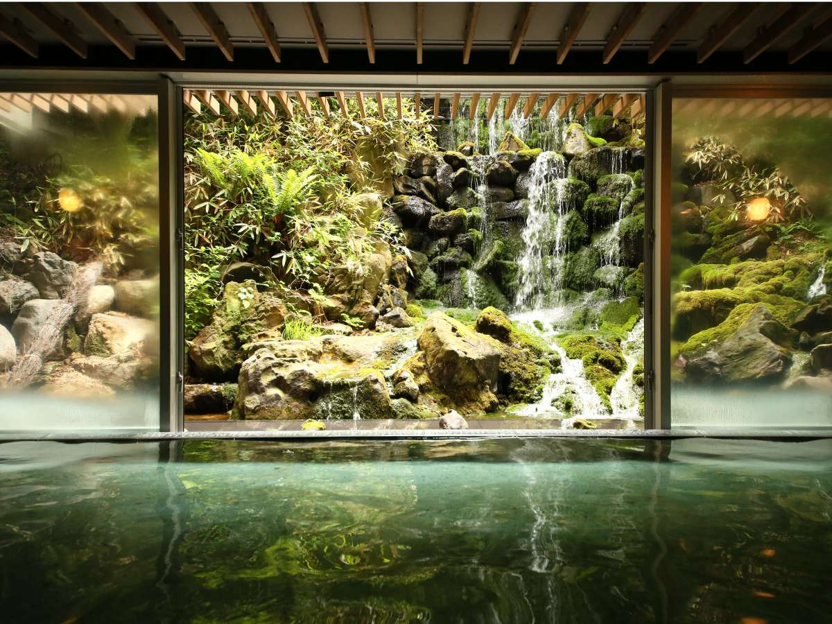 庭園大浴場「巌の湯」15:00~25:00/5:00~10:00男女入替制