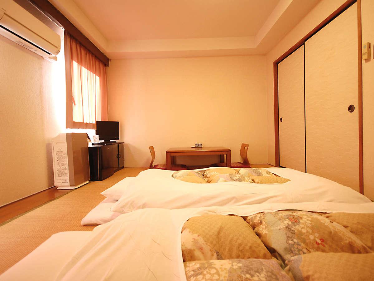 ■ 和室(六畳一間) 約20平米・和布団x2