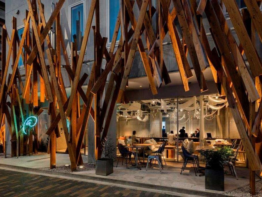 外観やインテリアのデザイン監修は世界的に著名な建築家・隈研吾氏です。