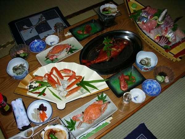 舟盛、金目煮つけ、エビなどが付いて戸田の海の幸を満喫いただけるお奨めのコース(写真は二人前)です。