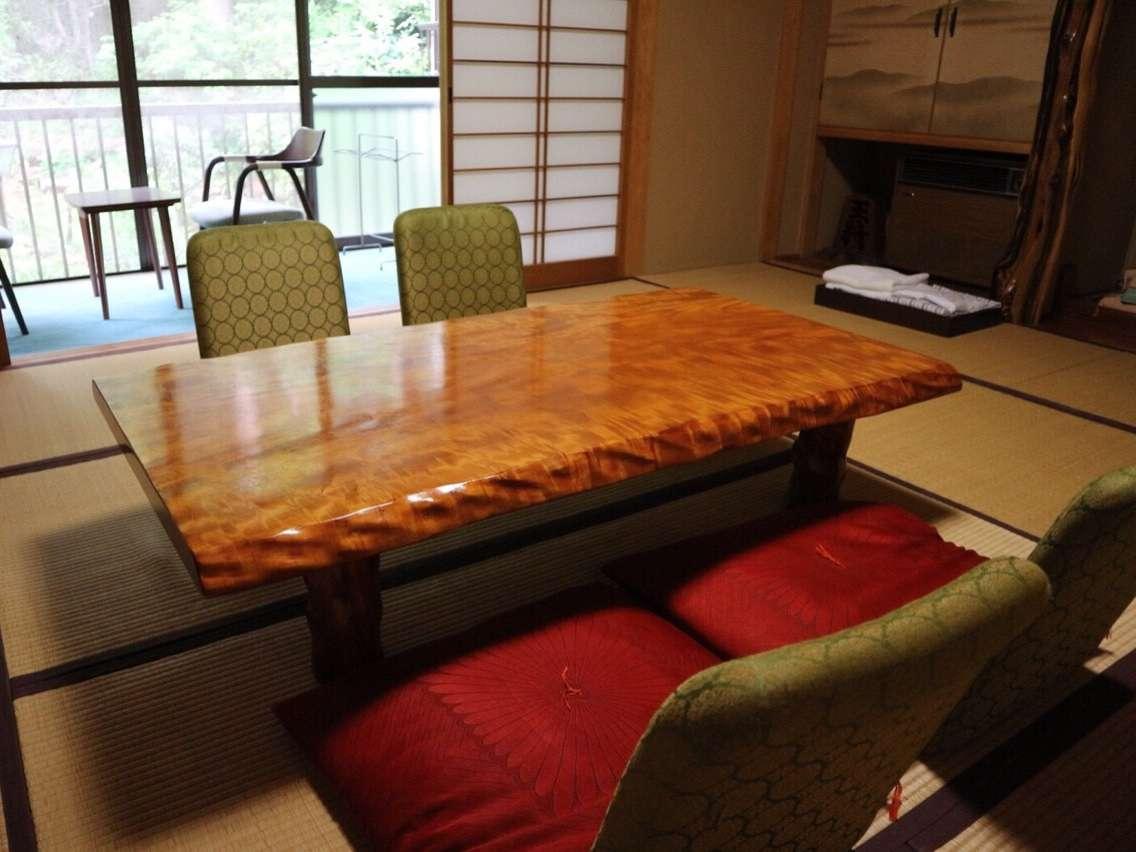 10畳和室心落ち着くひと時をお過ごしください。