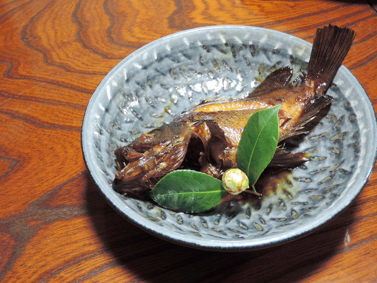 【夕食一例】じっくり煮込んだあらの煮付け。