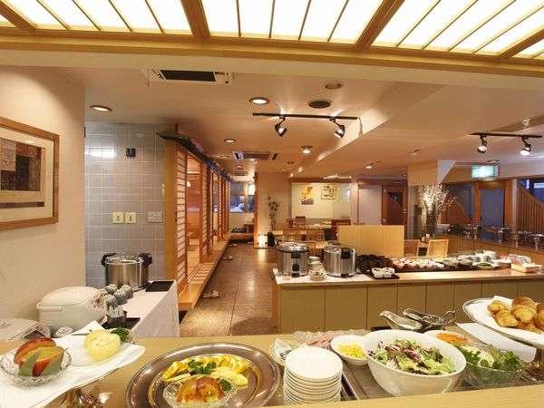 地元の食材をメインとした和洋のバイキング朝食が人気です。