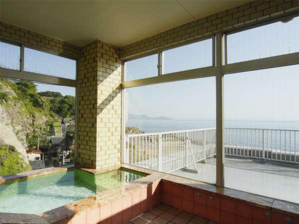 日本海を一望できる、自慢の展望風呂です。