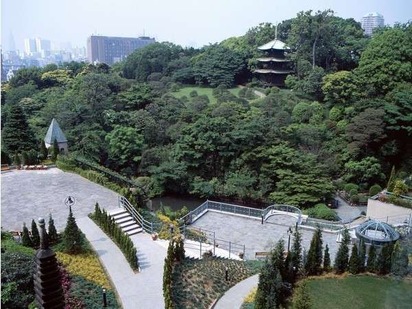 広大な敷地の庭園