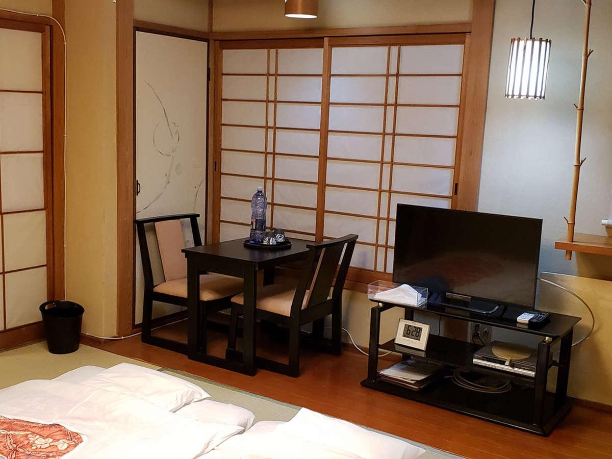 【夜景が見える和室(一例)】お部屋から美しい景色がご覧いただけます。特に夜の夜景は格別!
