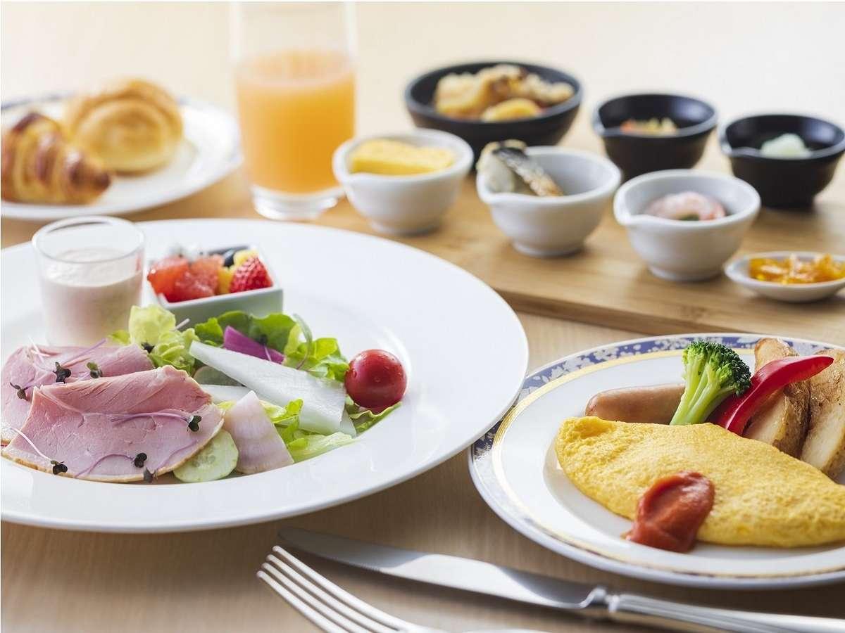 鎌倉ハムや色とりどりの野菜、スムージー、フルーツなどを洋食プレートでご用意しております。