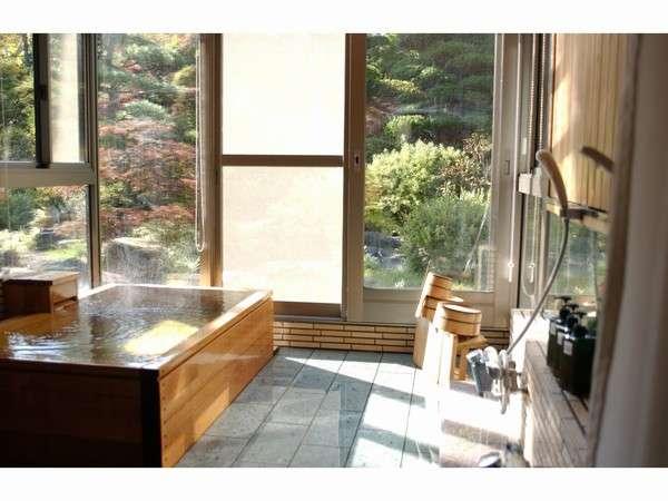 【1階 ヒノキ風呂付和室】1室限定!半露天の開放的なお風呂を楽しもう♪