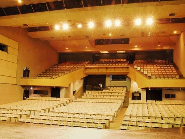 わらび劇場 客席数710席 躍動感溢れるわらび座のオリジナル作品を上演しています