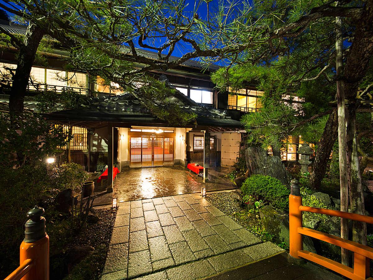 大阪の静かなまちに佇む旅館。喧騒から離れた穏やかなひと時をお楽しみください