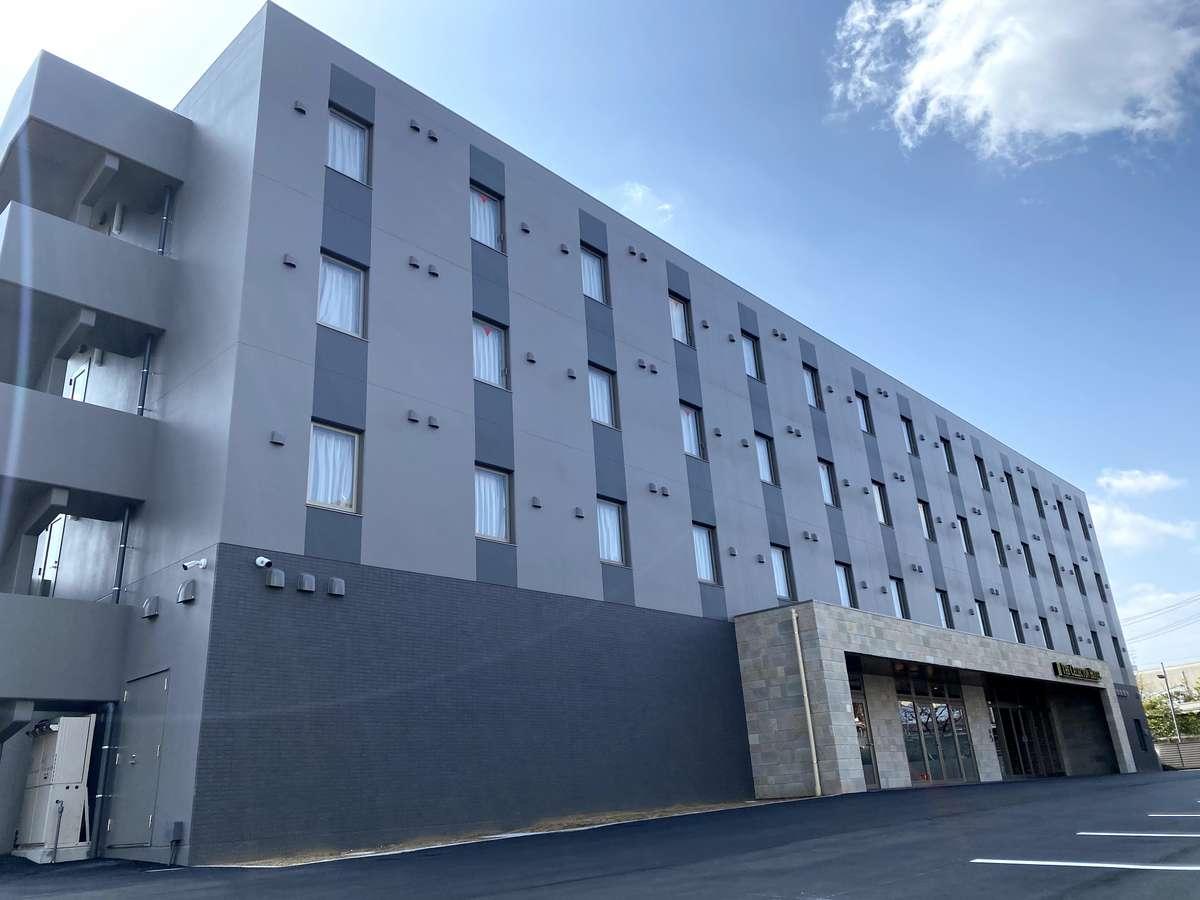 【外観】全室禁煙、ネオ・ビンテージテイストの新築ホテルです。