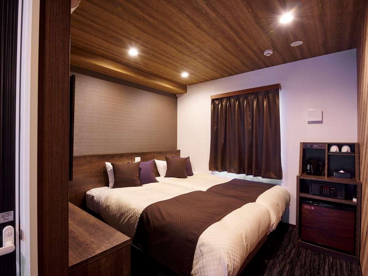 【ツインルーム】禁煙タイプのお部屋広さ約15㎡に102cm幅のベッドが2台備わったお部屋です。