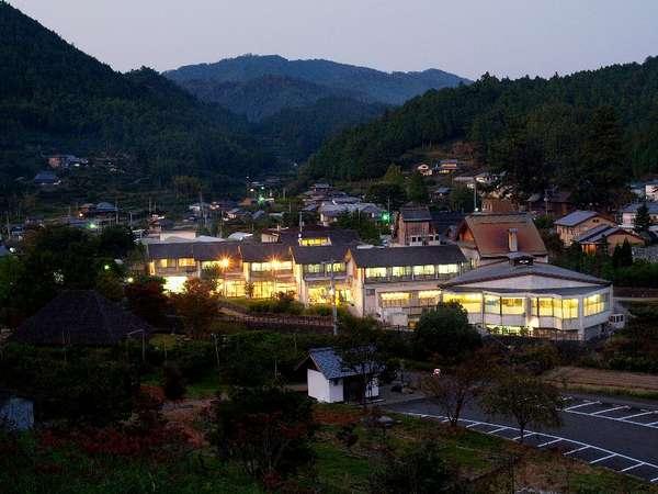 大粟山から見下ろす神山温泉