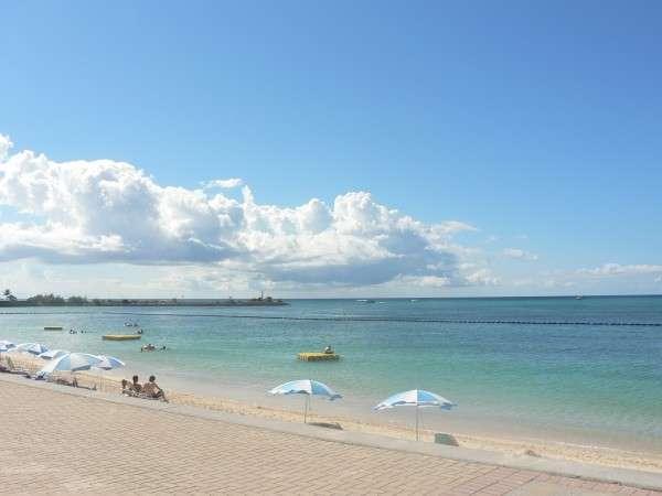 ホテル前に広がる、東シナ海の天然ビーチ