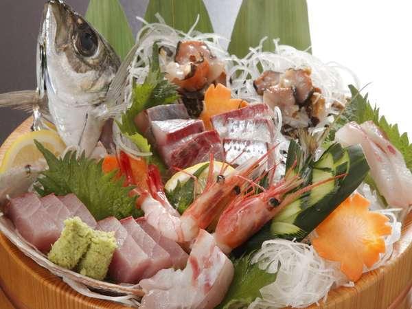 朝どれ地魚のお造り桶盛り(※写真は2名分)