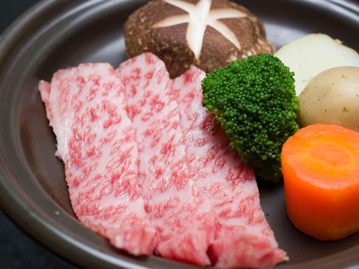 *お夕食一例(陶板焼き)/和牛(上カルビ)とお野菜の旨みをご堪能下さい。
