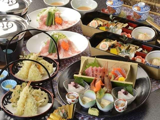 夕食は専用会場にて季節の和食膳をご用意