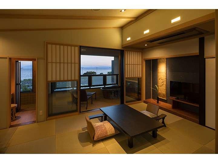 3階客室(ベッド付和室・露風呂付)撮影:下村 康典