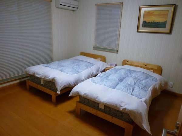 洋室にはベッドが